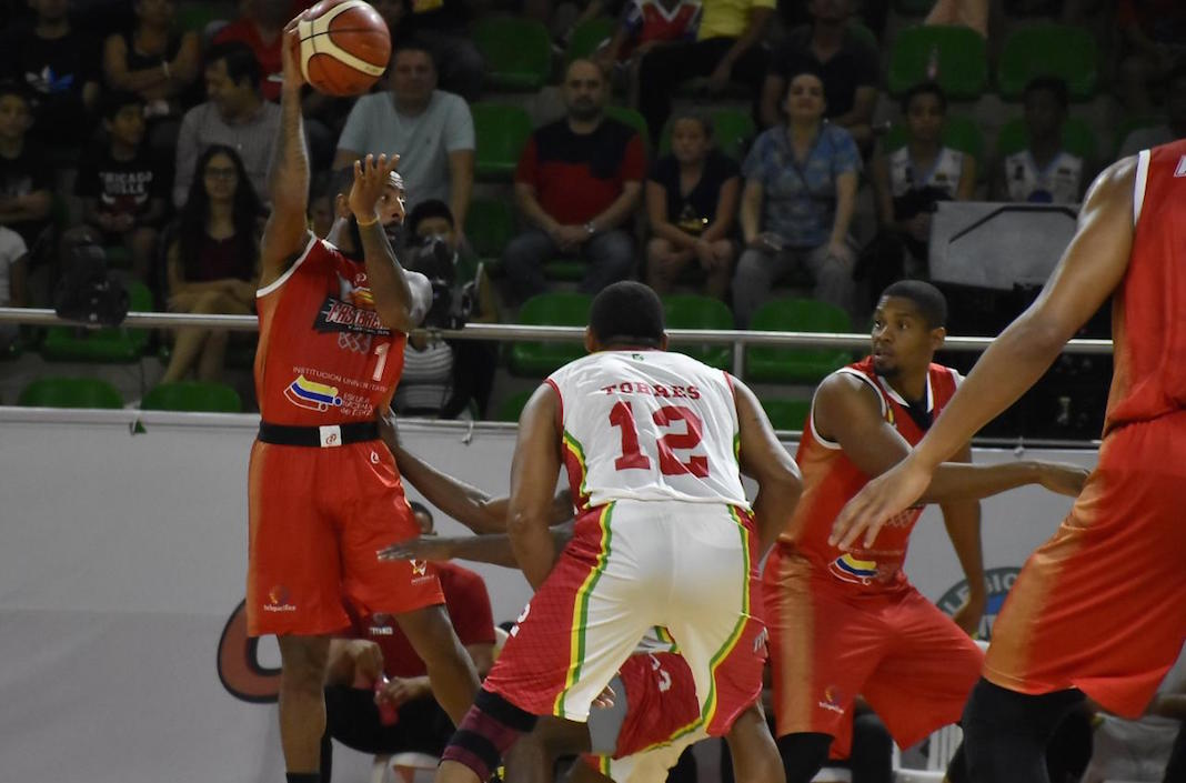 Kenneth Brown de Fastbreak intentando encestar.