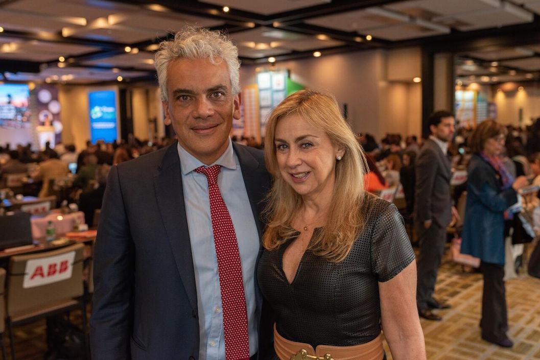 El Ministro Ricardo Lozano y la presidenta de Acolgen Ángela Montoya.