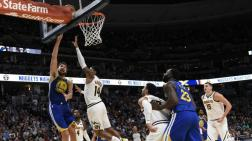 Gary Harris de los Nuggets en acción ante Klay Thompson de los Golden State Warriors.