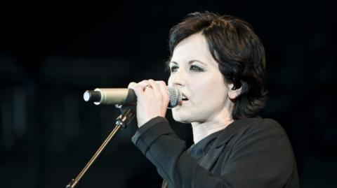 Dolores O'Riordan cantante de The Cranberries.