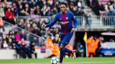 Yerry Mina defensa colombiano del Barcelona.