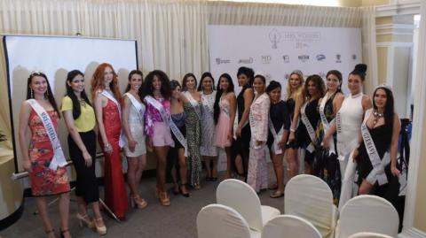 Participantes y organizadores del Mrs. Woman of The Universe