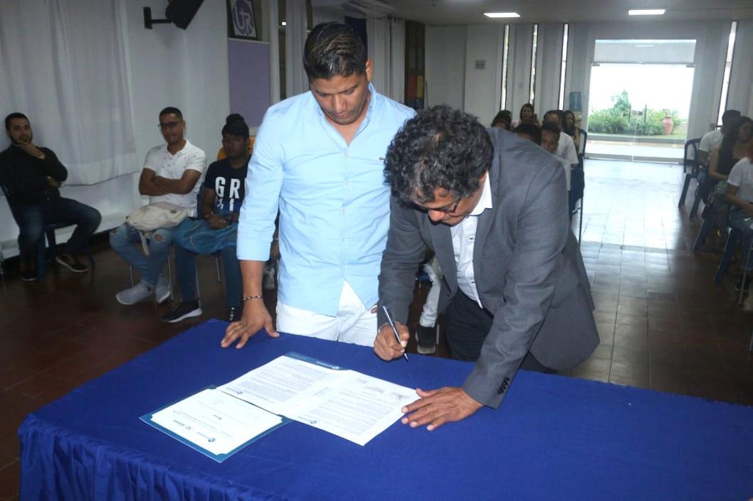 La firma del convenio.