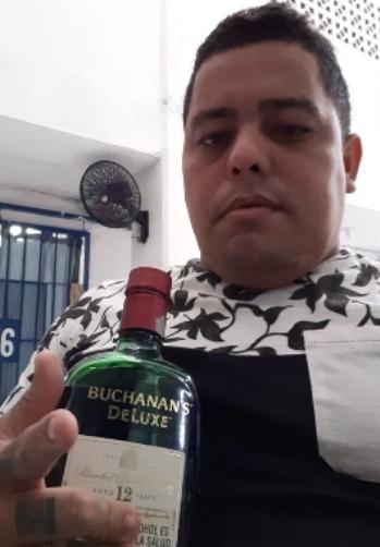 "Alias ""Cachete"", tomando whisky en ""La Tramacúa"", en Valledupar"