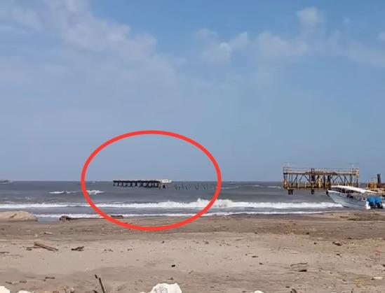 Foto reciente del tramo del muelle que hoy colapsó.