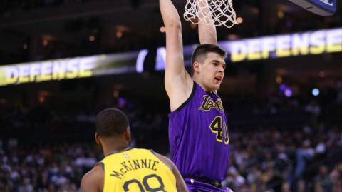 Los Lakers se pasearon sobre los Golden State.