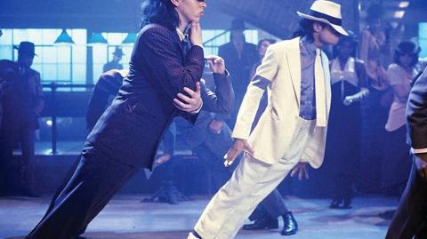 "El cantante Michael Jackson en el vídeo musical ""Smooth Criminal""."
