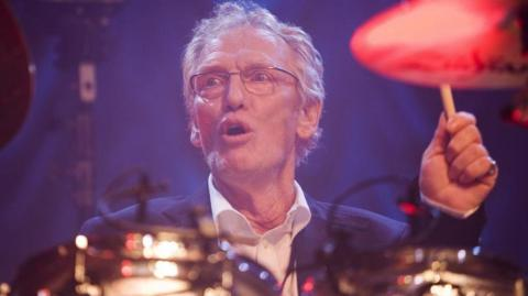 Peter 'Ginger' Baker, baterista británico.