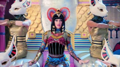 La cantante Katy Perry en video de 'Dark Horse'.