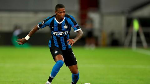 Ashley Young, defensa del Inter.