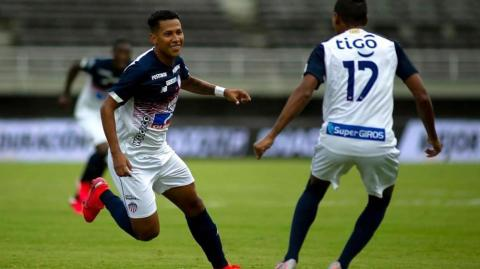 James Sánchez festeja su último gol con Junior.