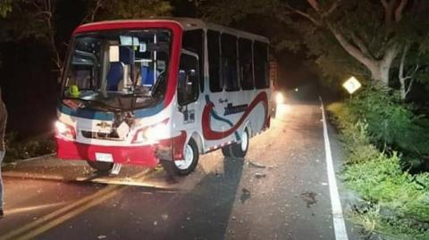 Buseta involucrada en el accidente.