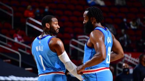 El base John Wall y el escolta James Harden.