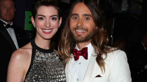 Anne Hathaway y Jared Leto.
